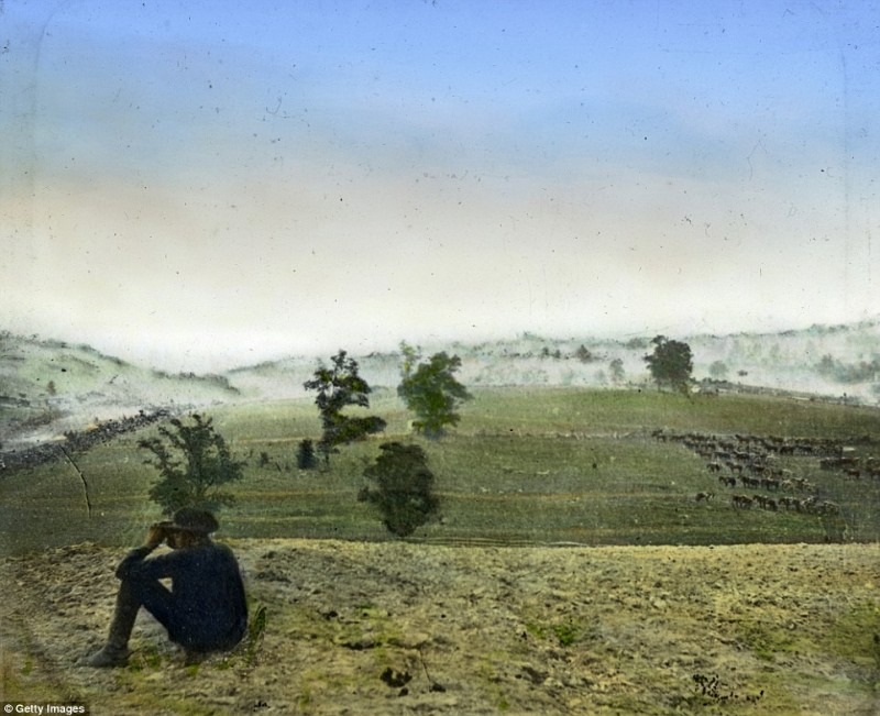 2545C01600000578-2936871-A_civil_war_photographer_watches_from_a_hill_as_the_Union_Army_a-a-49_1422978017374