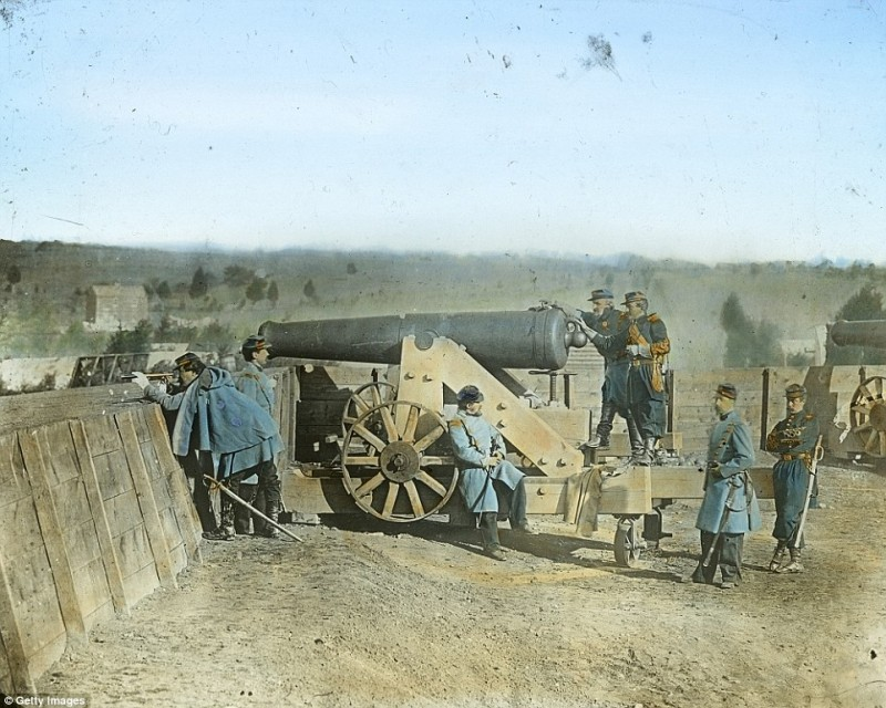 2545C01C00000578-2936871-General_Daniel_Butterfield_and_his_company_using_a_cannon_the_ge-a-50_1422978017400