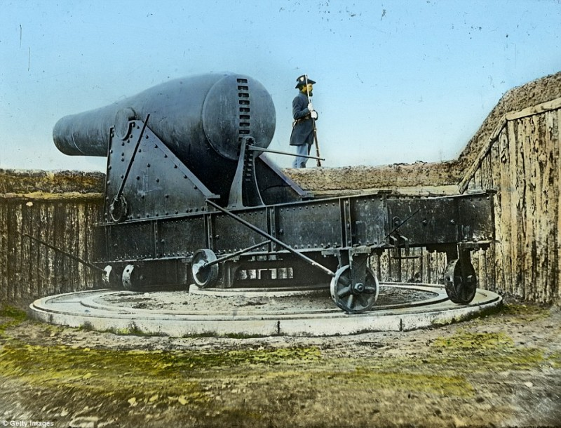 2545C02600000578-2936871-A_large_Rodman_Cannon_protects_New_York_Harbor_the_guns_were_des-a-53_1422978017454