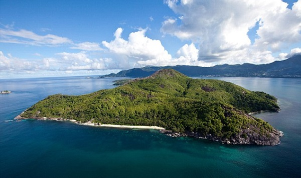 Brit-bought-a-cut-price-island-in-the-Seychelles-3